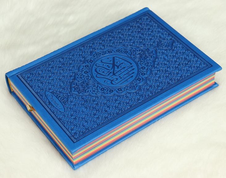Coran Rainbow version Arabe Bleu - Le Coran Arc-en-ciel version arabe (Lecture Hafs) - Couverture de luxe en simili cuir bleu.