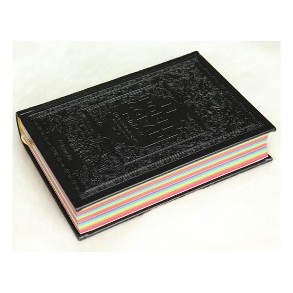 Le Coran Rainbow bilingue Noir. Dans ce Coran chaque partie (Jouz') est colorée avec une couleur différente pour une meilleure lecture.