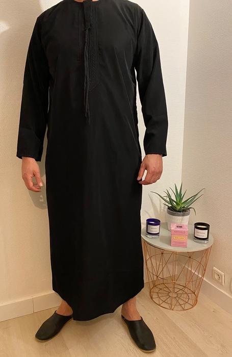 Qamis Emirati Noir - هواهينغ très populaire au moyen Orient, il est très apprécié notamment aux émirats arabe uni d 'ou son nom