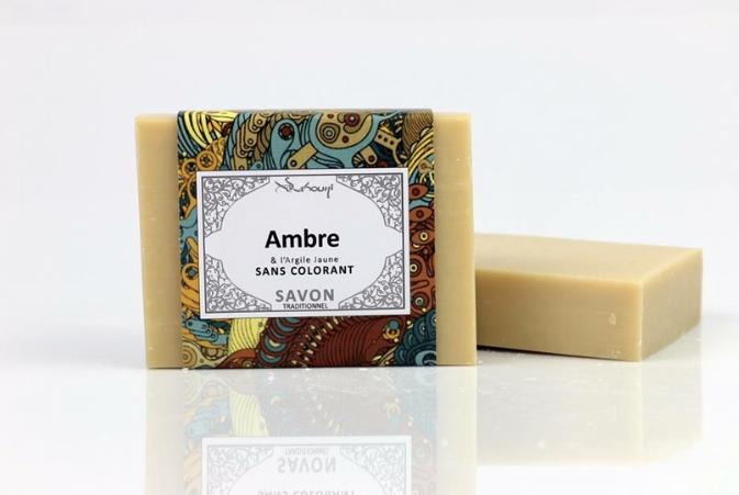 Savon Ambre & Argile Jaune sans colorant soigneusement confectionné par un savonnier en France, l'argile jaune a de nombreux bienfaits