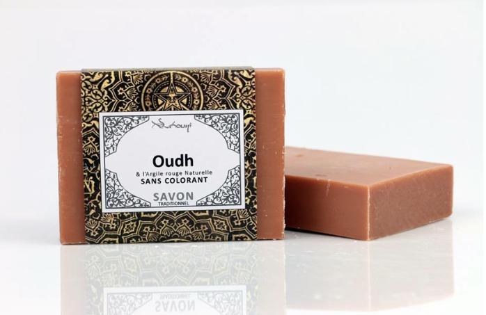 Savon Oudh à l'argile rouge sans colorant confectionner avec un soin en France avec des produits naturels de première qualité