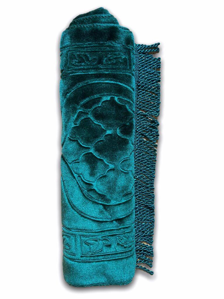 pour l'hygiène, très doux au toucher de type velours avec motif discret indiquant la direction de la qibla.